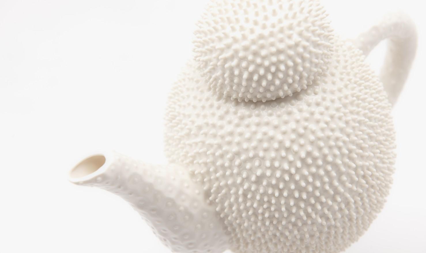 Nucleolus teaset by IKUKO Iwamoto / IKUKO Iwamoto